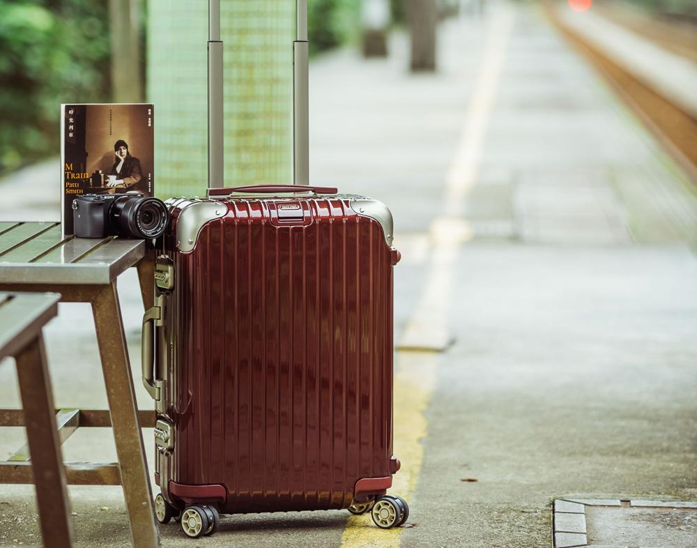 RIMOWA LIMBO 四輪登機箱,時光列車 by 佩蒂‧史密斯(新經典文化),SONYα6300