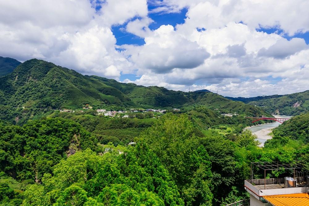 從水圳古道上可望見整個風景特區景觀
