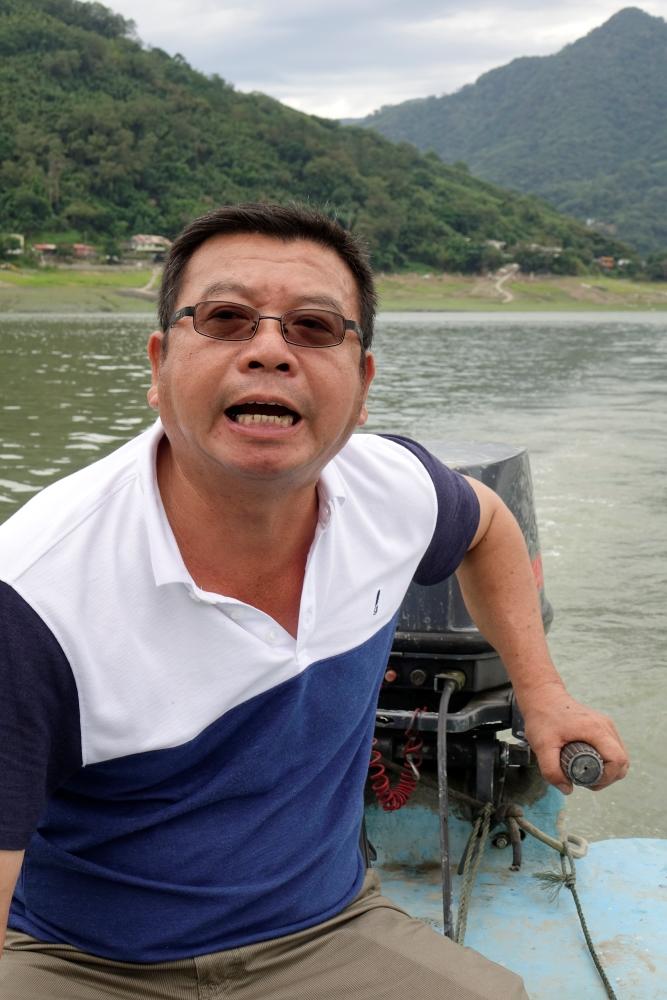 徐船長是可以在石門水庫裡捕魚的72位有牌漁民之一