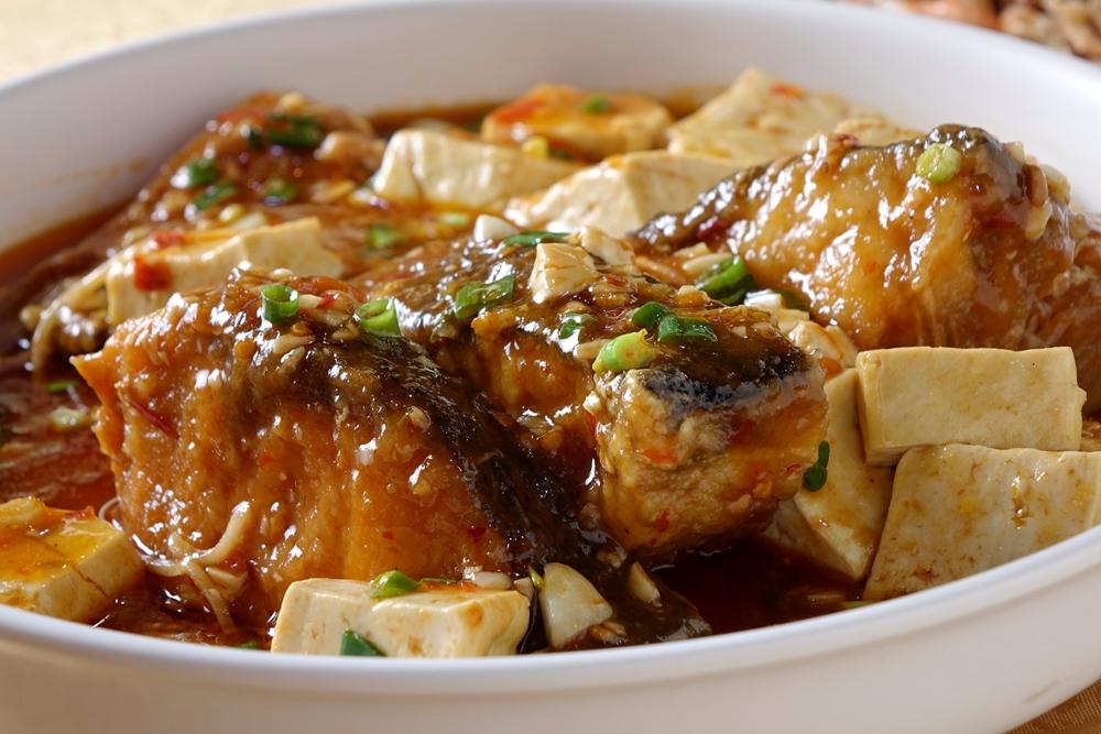 澆上豆瓣豆腐做成豆瓣魚