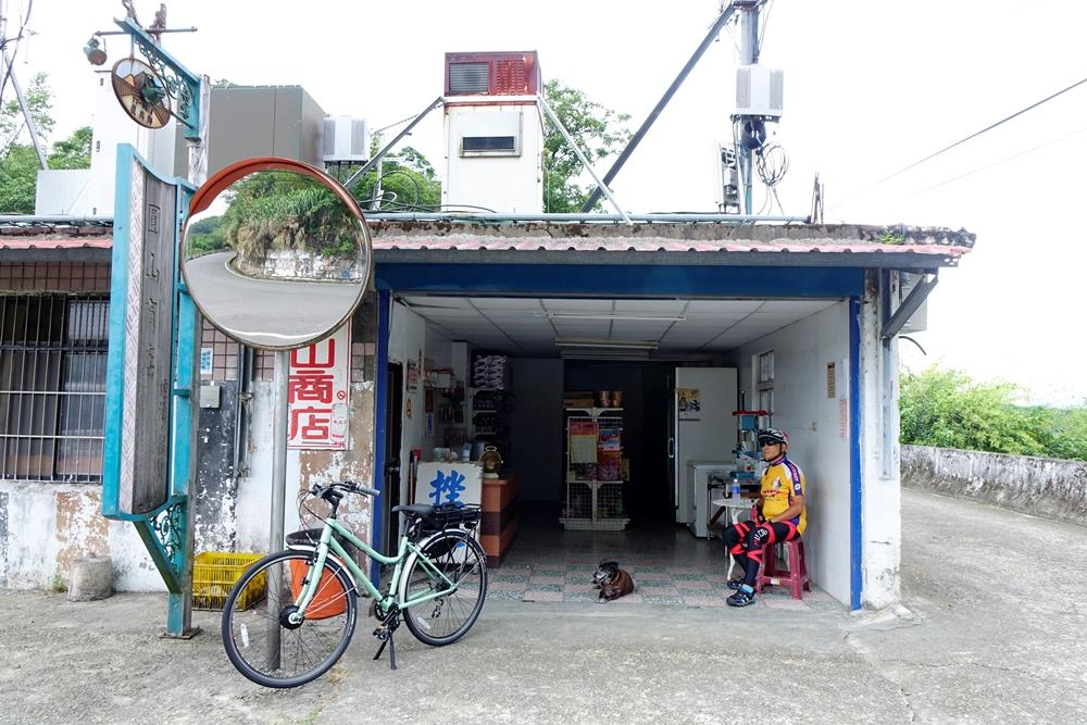 來到高遶部落前的一間圓山商店