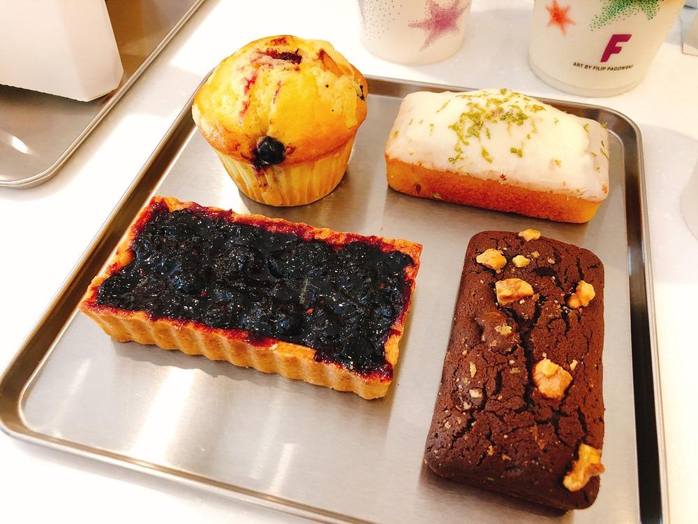 綜合莓果酥塔/「白巧克力檸檬磅蛋糕/可可核桃布朗尼/「奶酥野莓瑪芬/CAFE!N 硬咖啡/咖啡品牌/