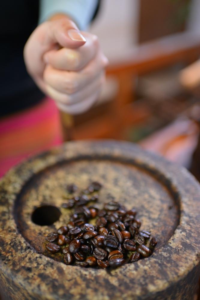 利用石臼研磨咖啡是主要特色
