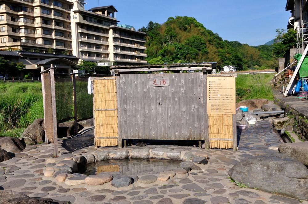 距離倉集站十分鐘車程的三朝溫泉,是歷史悠久的古湯
