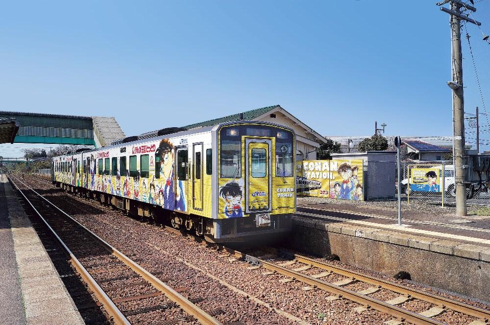 色彩搶眼的彩繪列車