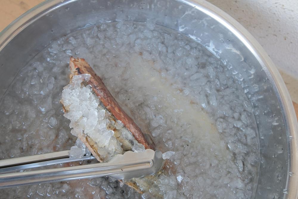 放進冰水中降溫,魚肉會更緊實
