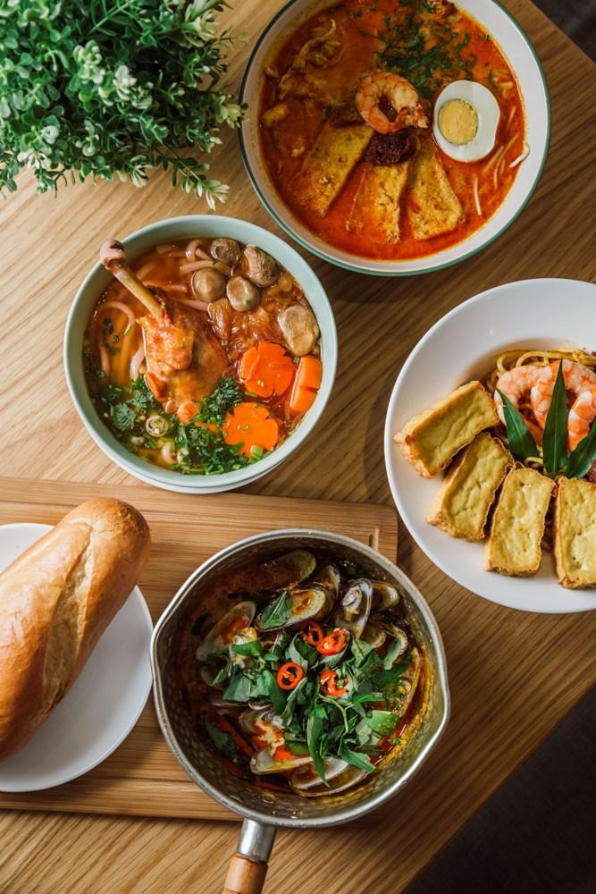 融合新加坡料理特色的海鮮義大利麵,充滿酸辣滋味,越吃越上癮