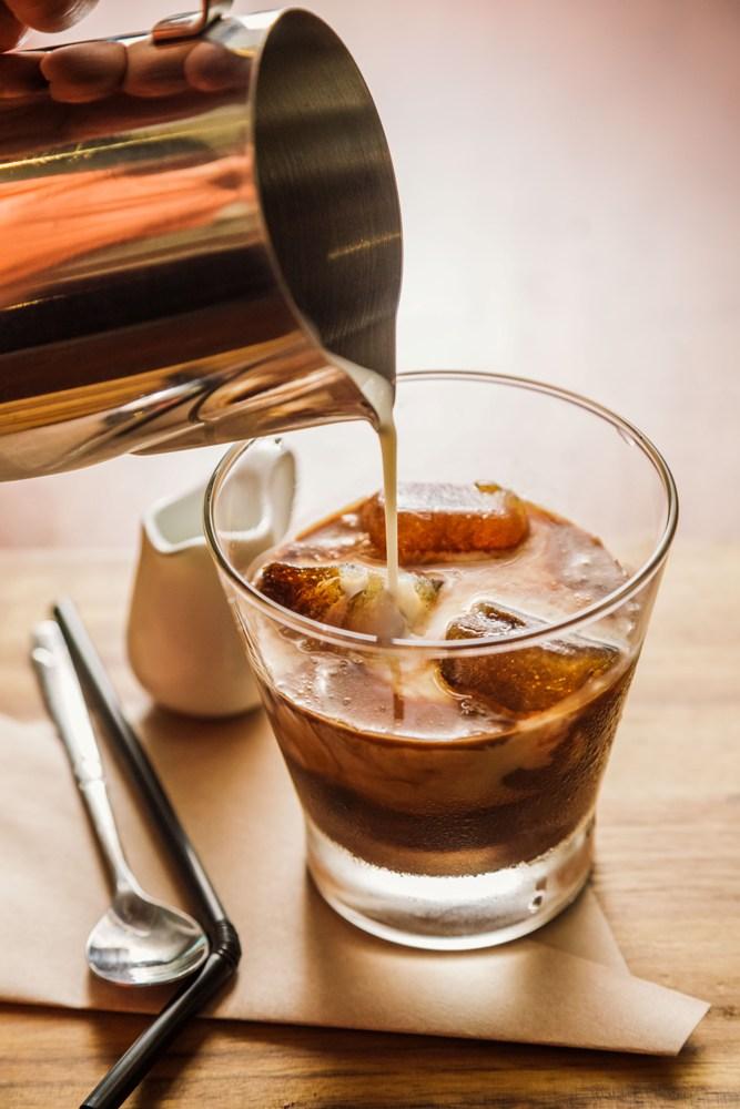 M2C Cafe 自製咖啡冰塊放入濃郁的咖啡中,有別於一般只加入普通冰塊的越式咖啡