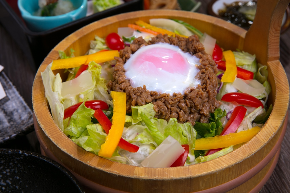台北/博多華味鳥/東區/溫泉蛋、特製肌肉末與膠原蛋白的華沙拉