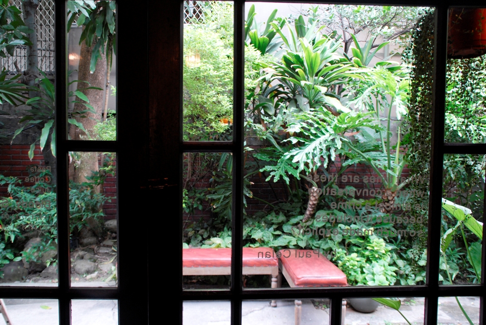 後庭院/bloody sonsy moss/日式木造建築改造/咖啡廳/台中市/台灣