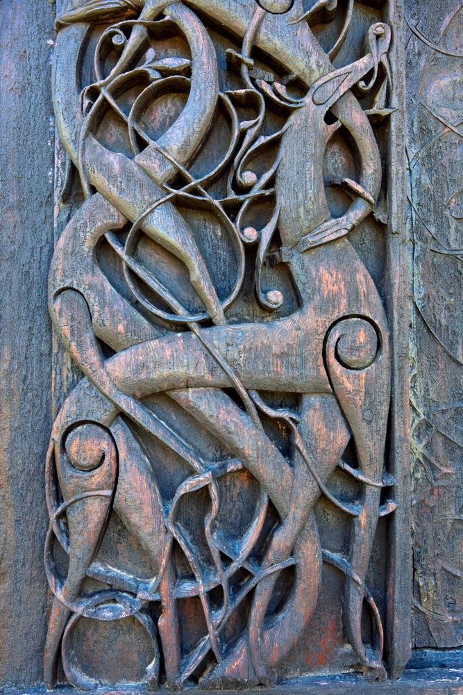 挪威/松恩菲尤達納郡/動物纏結紋樣雕飾