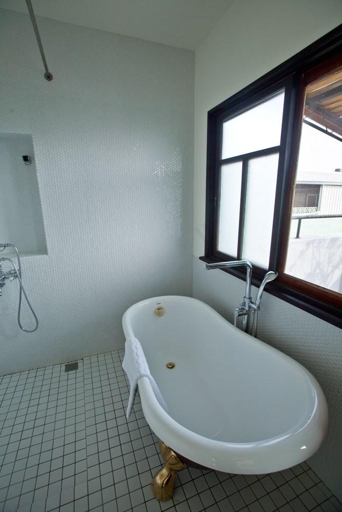 大浴缸/奢華低調/有方公寓/台南/台灣