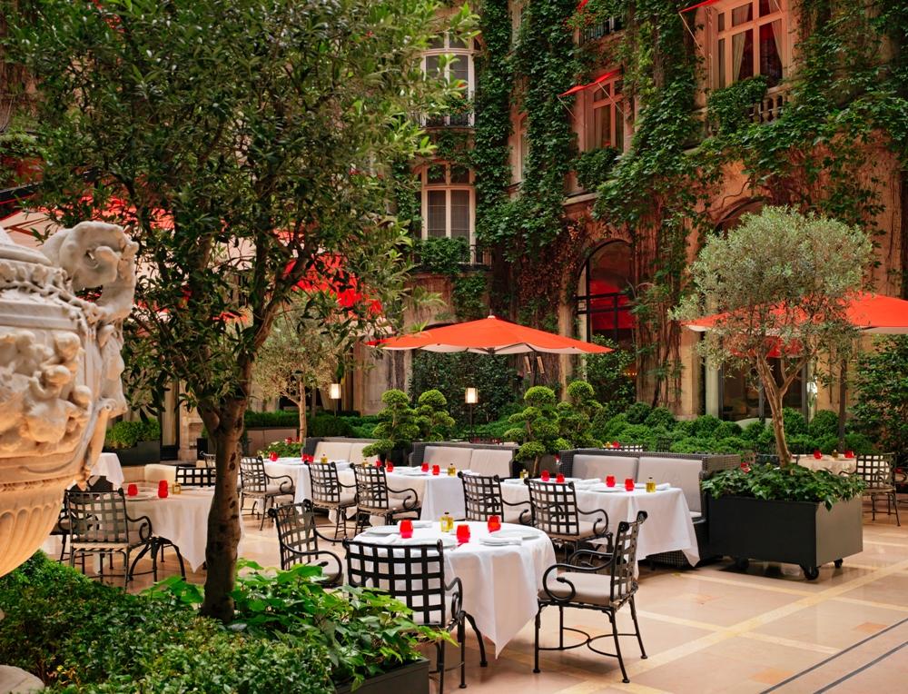 Hôtel Plaza Athénée - Royal Suite/庭院/巴黎/法國