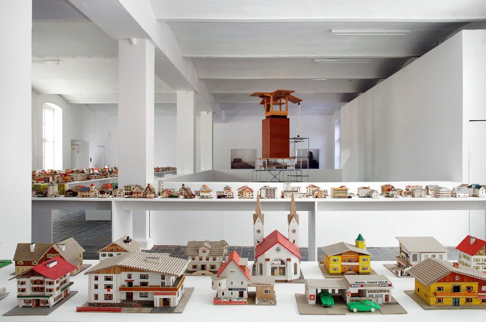 KW主辦第4屆柏林藝術雙年展所展出的建築紙模型