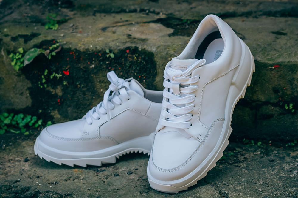 camper Helix 系列白色女休閒鞋/想看更多買物報導請關注大人的美好時光/旅人誌