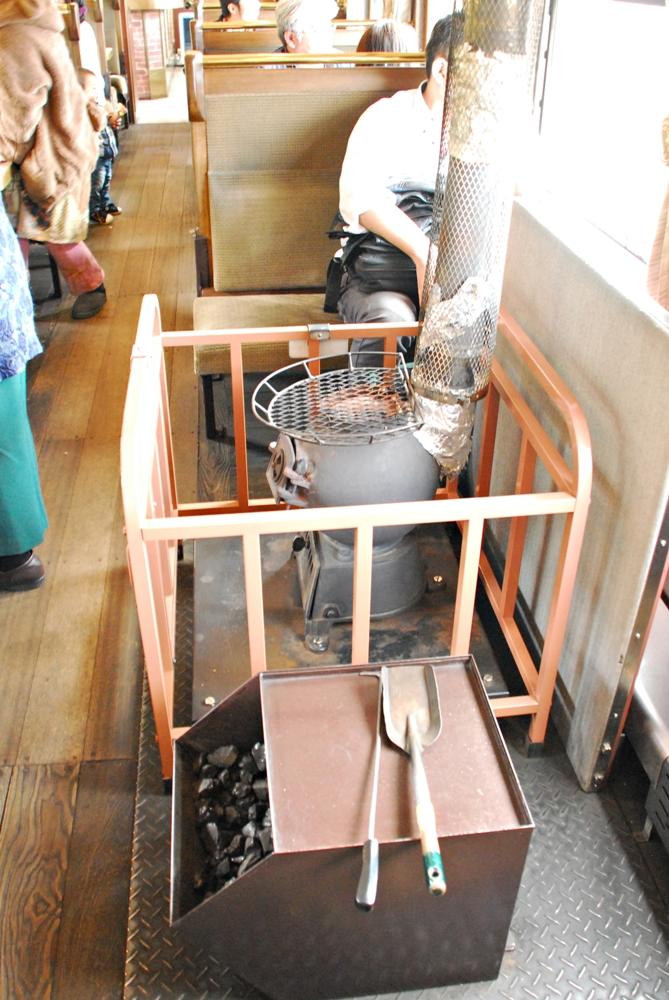 老式煤炭暖爐/SL蒸汽火車NISEKO號/北海道/日本
