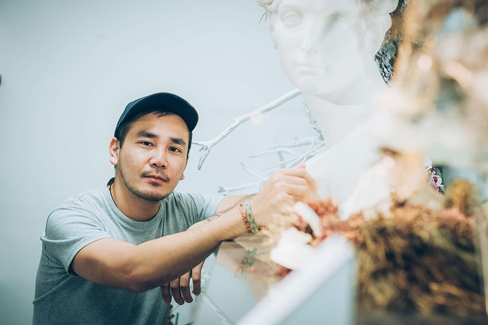 質物霽畫的品牌創辦人及植物裝置藝術家李霽(Lee Chi)