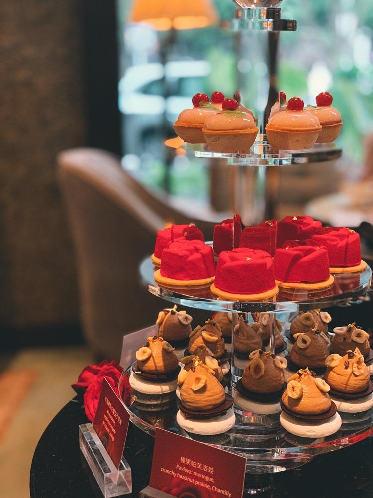 榛果帕芙洛娃/周末限定「以玫瑰之名 女皇下午茶」/香格里拉台北遠東大廳茶軒