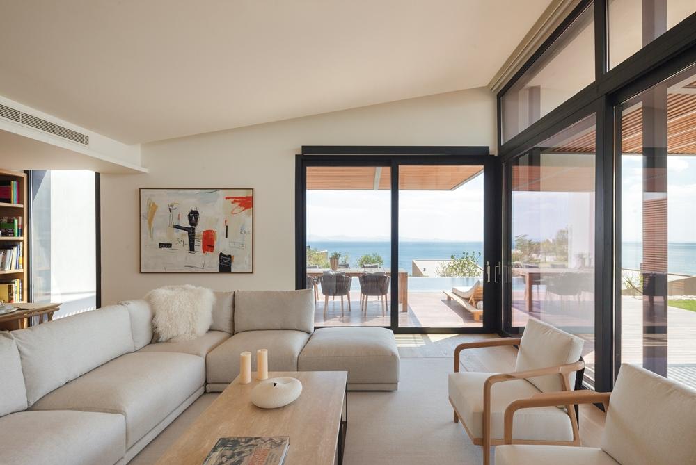 房間皆設有私人露臺,無時無刻坐擁海景。