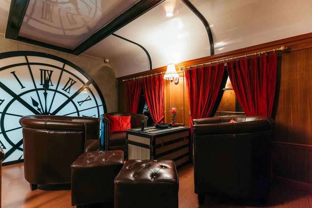 大時鐘/質感皮椅/雪茄/威士忌/Character Whiskey & Cigar Bar/曼谷
