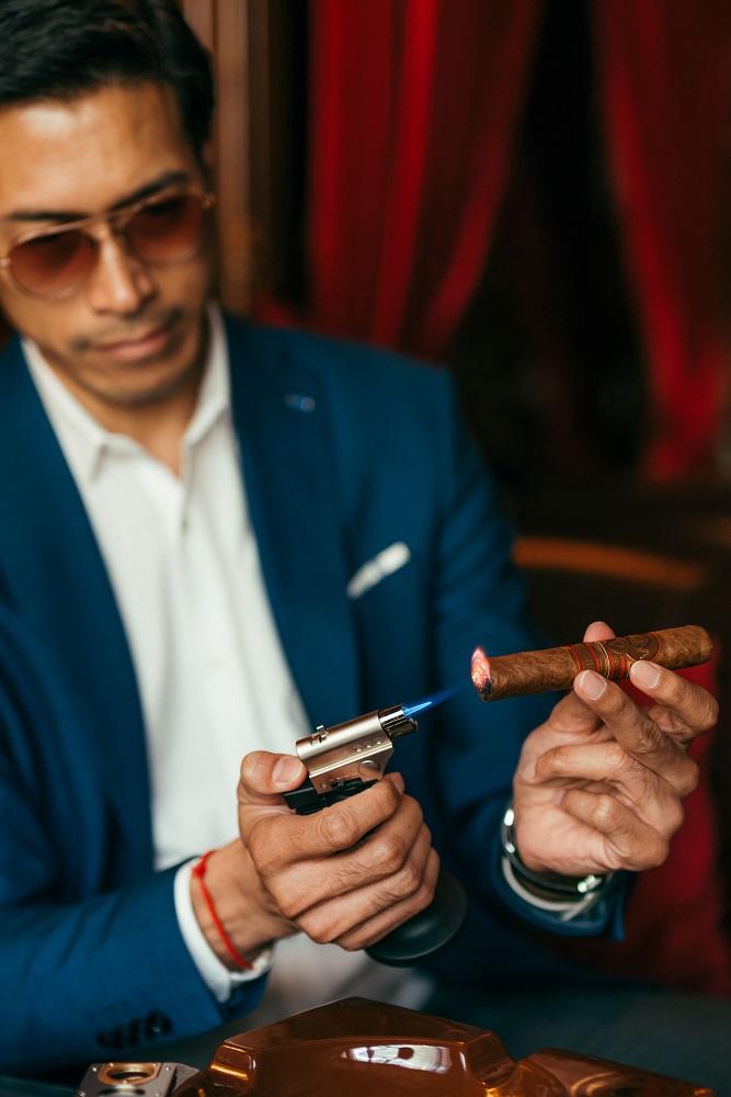 抽雪茄/紳士/酒吧/Character Whiskey & Cigar Bar/曼谷