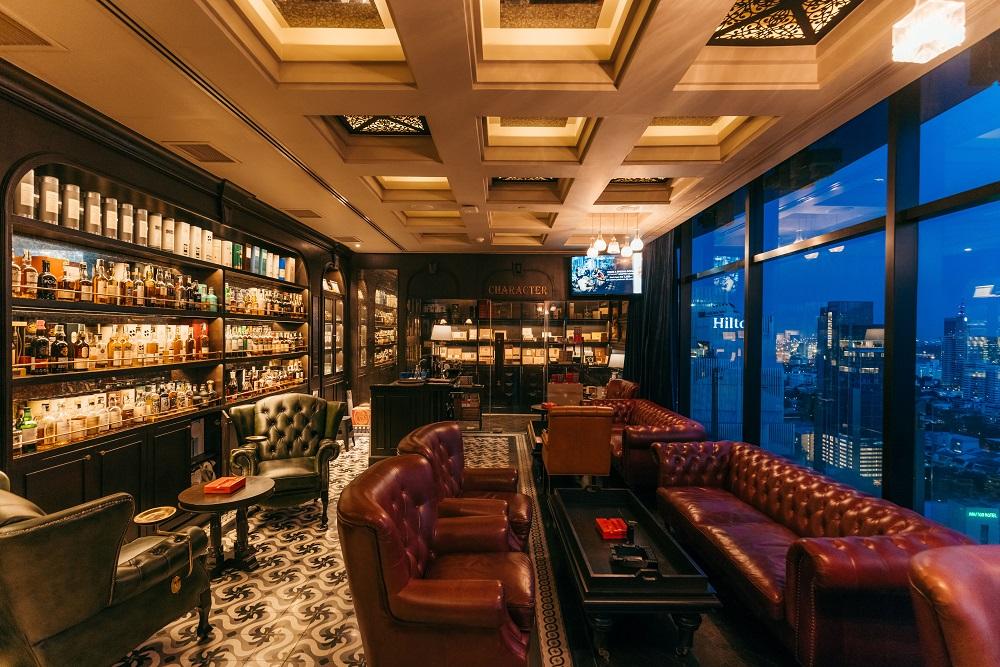 內部/質感皮椅/酒吧/Character Whiskey & Cigar Bar/曼谷
