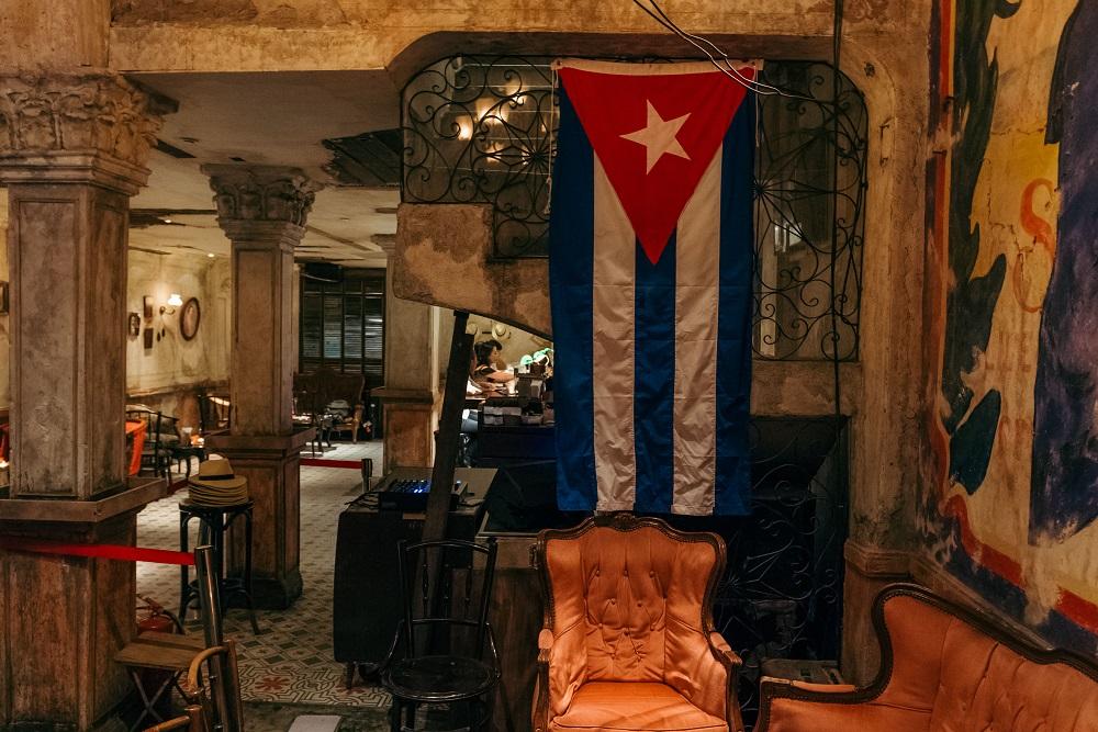 Havana Socia/曼谷/古巴懷舊風/酒吧/老沙發/古巴旗幟