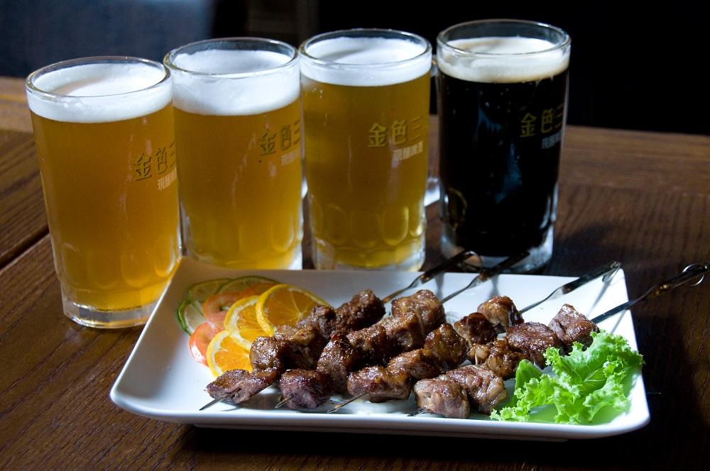 碳烤牛勒串/啤酒/金色三麥/台中勤美誠品綠園道