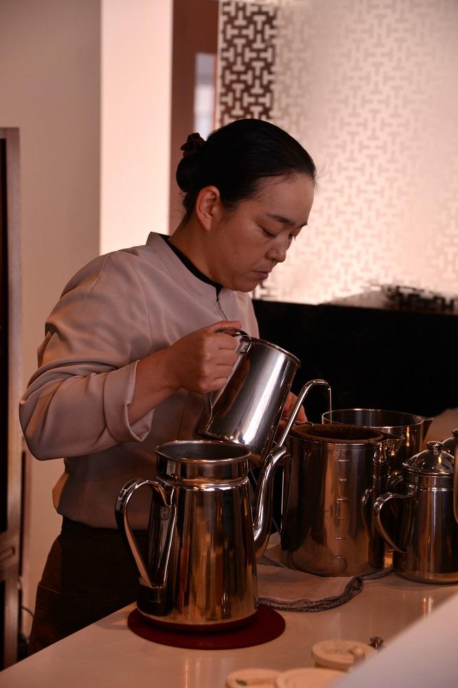 遊形サロン・ド・テ/京都/染井名水/泡咖啡/店長