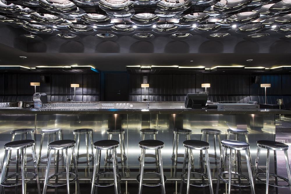 W Hotel Verbier/瑞士/絕景飯店/滑雪度假勝地/酒吧/黑色調