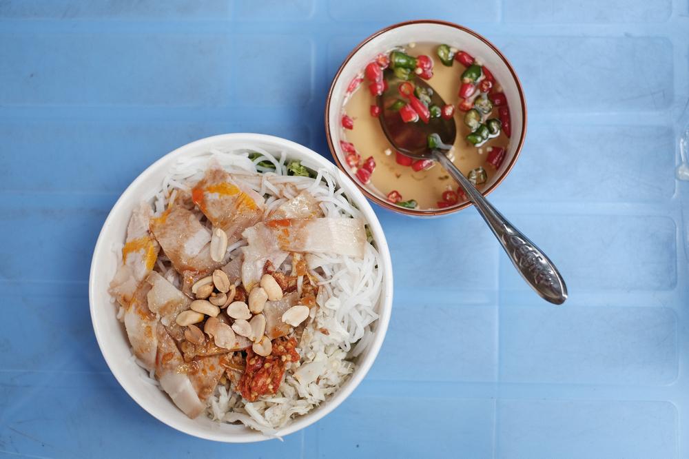 Bún Mắm Bà Đông/峴港/越南/美食/在地小吃/魚醬米線