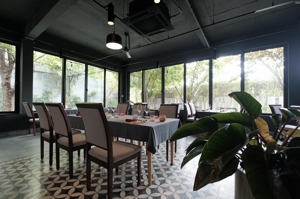 Nén/峴港/越南/美食推薦/當代越南料理/Summer Le/餐廳空間