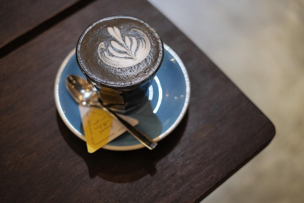 越南/峴港/The Espresso Station/Egg Coffee/活性炭黑拿鐵