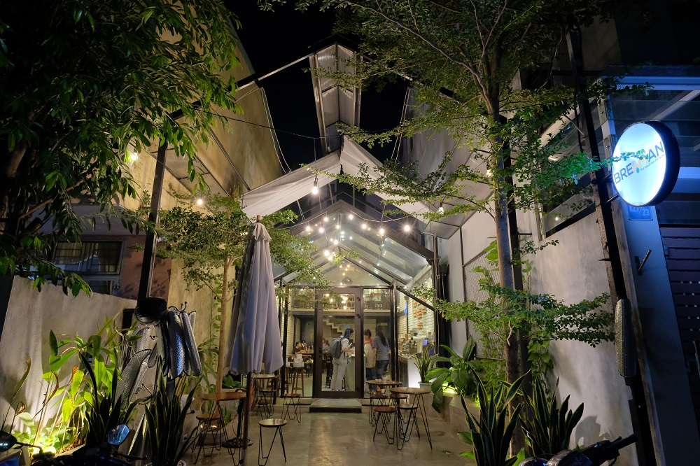 越南/峴港/85 Design /Brewman Coffee Concept/玻璃屋咖啡館
