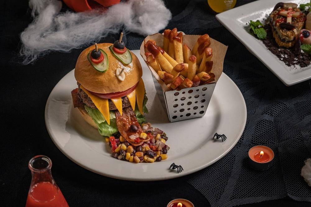 Chili's美式餐廳/台北/台中/萬聖節餐點/搞怪/魔法眼球漢堡