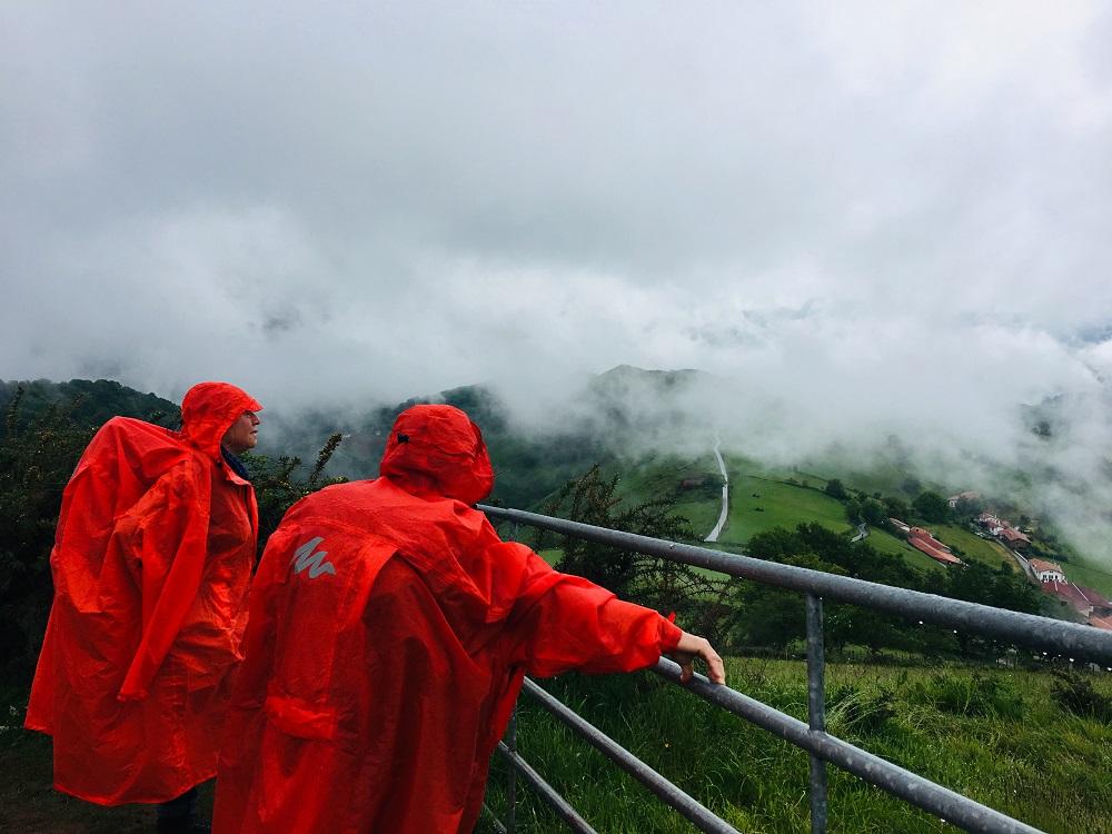 朝聖之路/法國之路/庇里牛斯山/朝聖/大霧/紅色雨衣