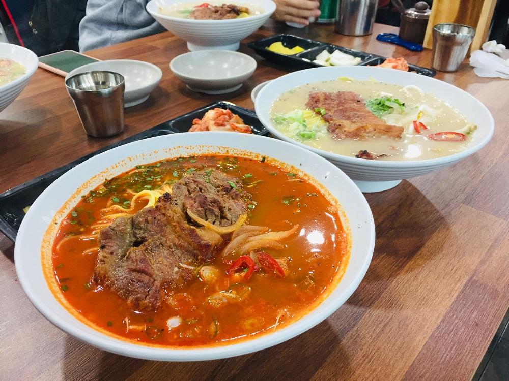 濟州島/豬肉排骨湯麵店(산도롱맨도롱)