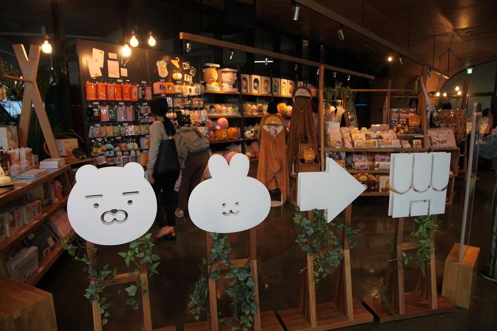 濟州島/Osirok咖啡廳(오시록)/萊恩獅子(Ryan)/粉紅桃子(Apeach)看板