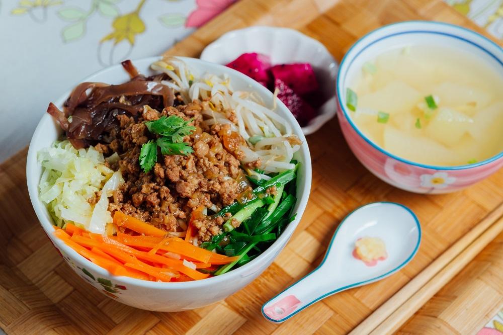 明賢行/台中/陶瓷茶具組/五彩蔬菜肉燥拌麵/台中人必吃