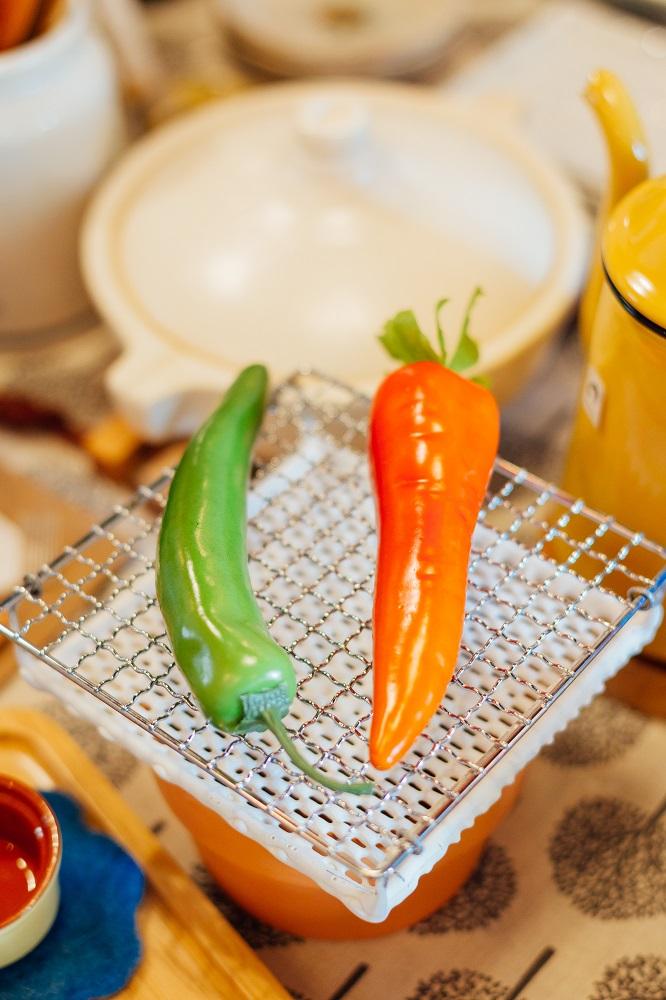 小院子生活雜貨/台中/可愛小物/烤吐司瓷盤與鐵網組/青椒/紅蘿蔔