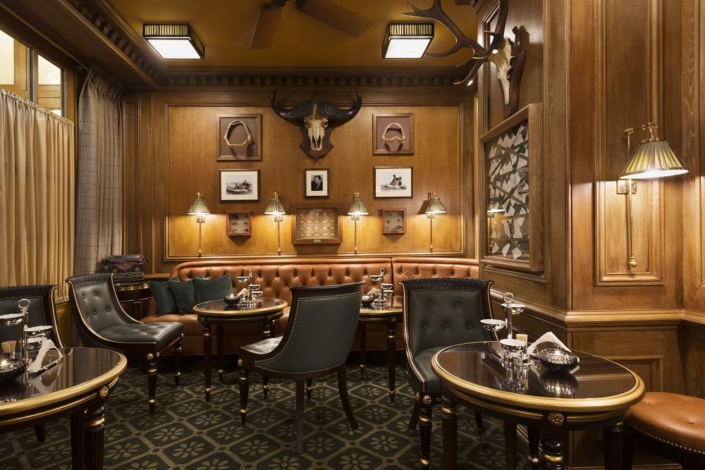 Ritz Paris/法國/巴黎/海明威摯愛/Coco 香奈兒的家/高級酒吧/牛頭裝飾