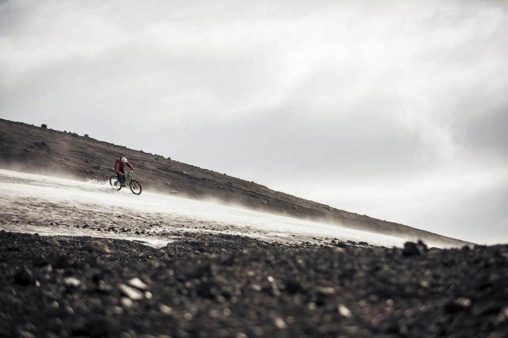 冰島/登山越野車/單線山徑/Sacred Rides/橫渡野溪