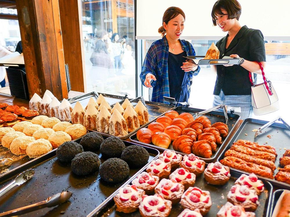 咖啡麵包店Café Onion/韓屋/首爾人氣早午餐店/草莓千層塔