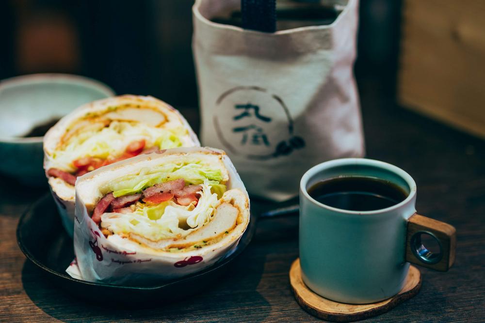 丸角自轉生活咖啡/丸角後院/基隆/甜不辣香腸三明治/手沖咖啡