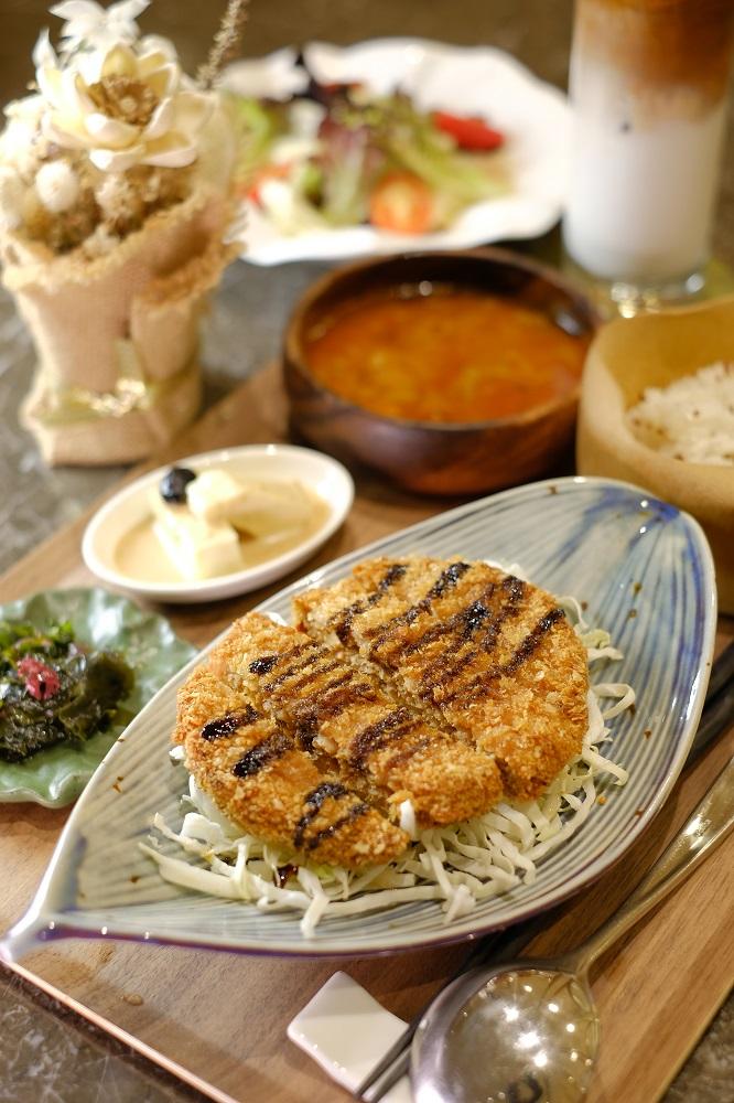 台北/微風廣場/未來肉/DARCIS Café/炸新豬肉排定食