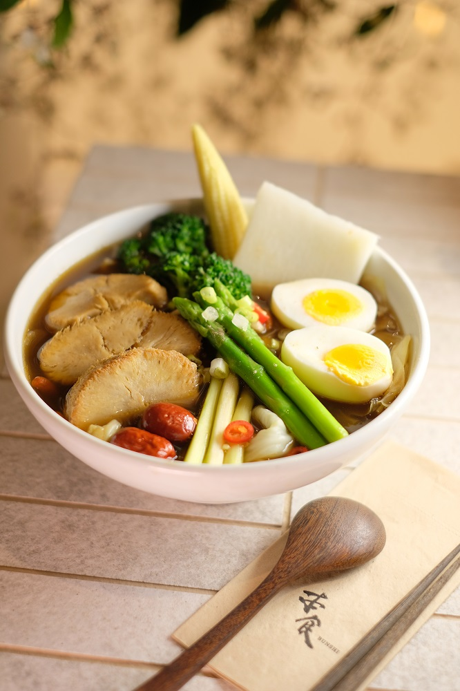 台北微風美食/人氣蔬食餐廳/本食/猴頭菇溏心蛋養生湯麵