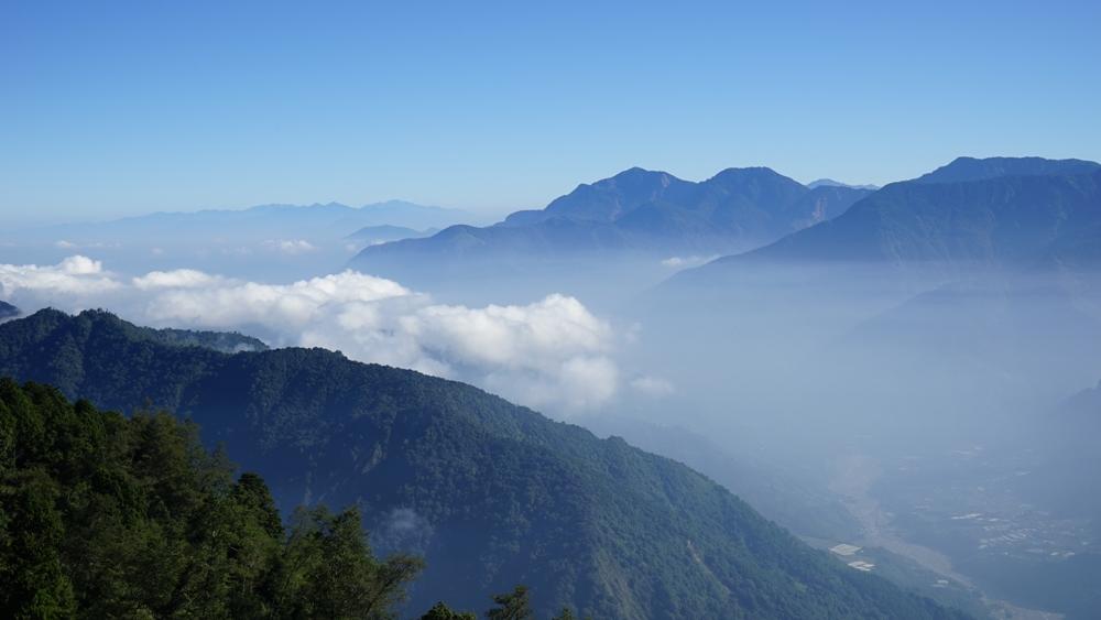 步道健行/嘉義/二延平步道/頂隙/雲霧之鄉/湛藍天空/雲海