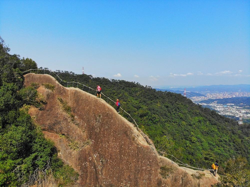 五寮尖步道/登山步道/登山挑戰/險峻石壁