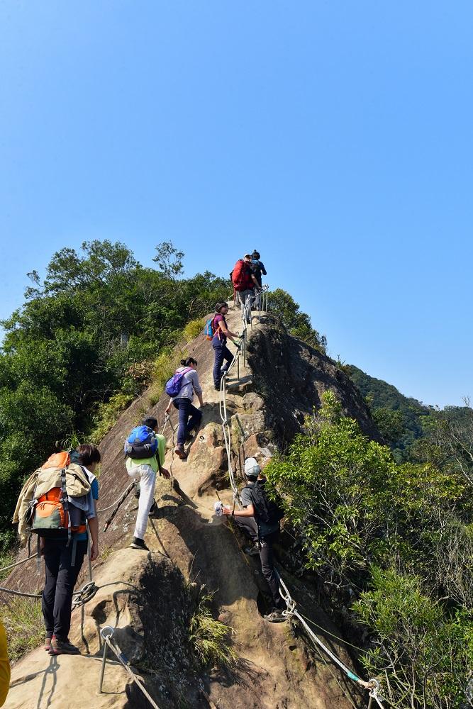 五寮尖步道/登山步道/登山挑戰/攀爬稜線/險峻峭壁
