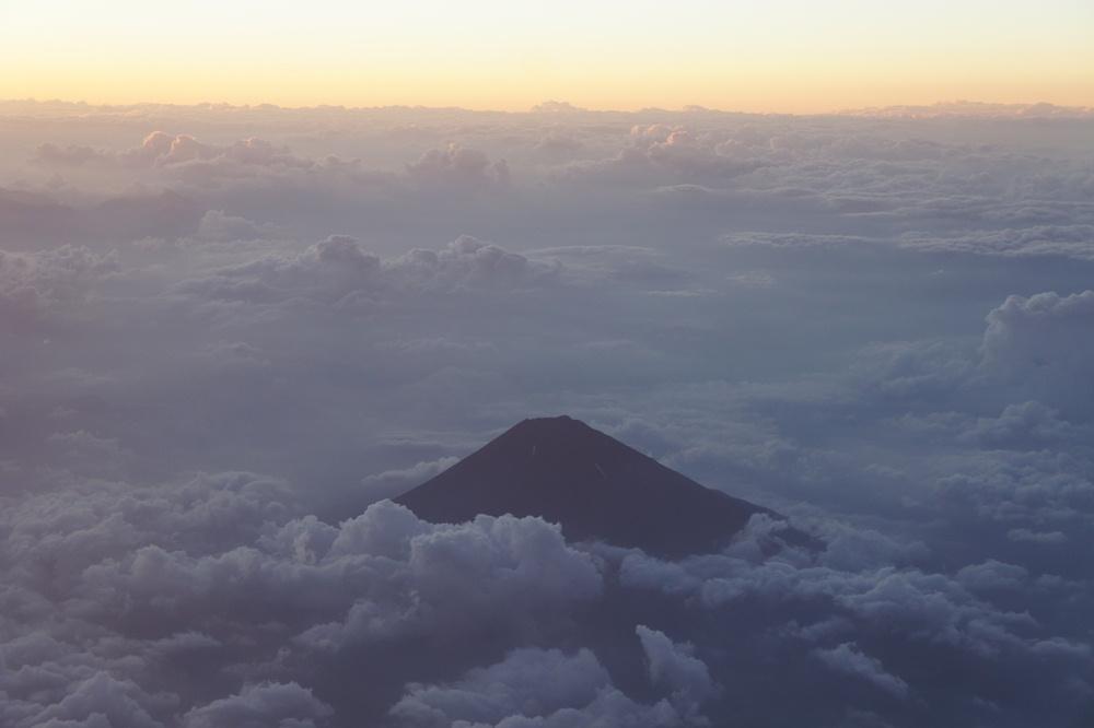 雲端/富士山/日本